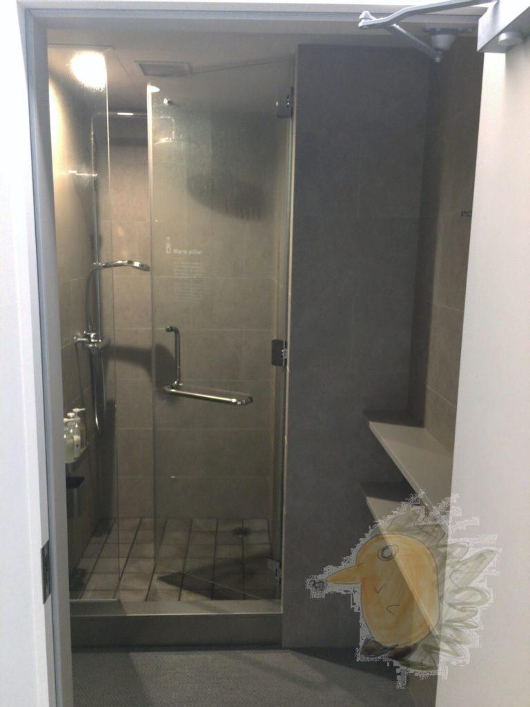ナインアワーズ蒲田 4F シャワールーム + 更衣室?