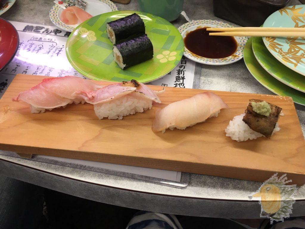 下田 地魚回転鮨 魚どんや 地魚4点盛り